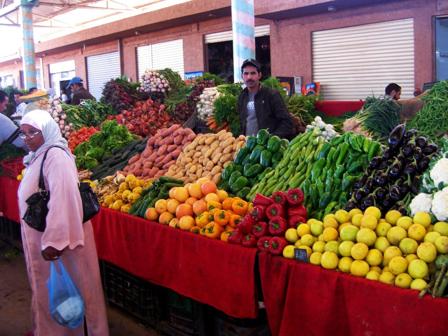 """""""ابن عرفة البيجيدي""""  عندو الزهر.. انخفاض طفيف في أثمان المواد الغذائية واستقرار في التضخم"""